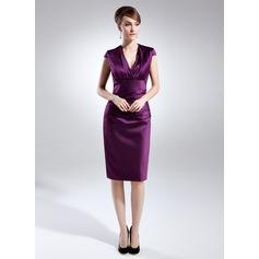Etui-Linie V-Ausschnitt Knielang Satin Kleid für die Brautmutter mit Rüschen