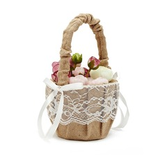 Pellava jossa Pitsi Flower Basket (198076179)