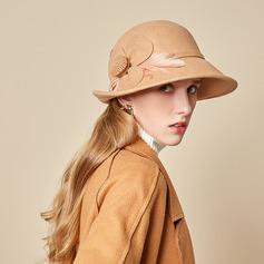 Damer' Glamorösa/Charmen/Romantiskt Ull med Fjäder Kastare / Cloche Hat