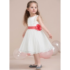 A-Line/Princess Scoop Neck Knee-Length Chiffon Junior Bridesmaid Dress With Flower(s) Bow(s) Pleated (009115398)