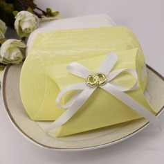 Lovely Card Paper Favor Boxes With Ribbons