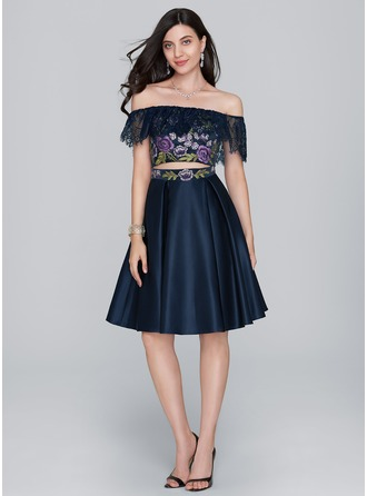 A-Line/Princess Off-the-Shoulder Knee-Length Satin Homecoming Dress With Lace