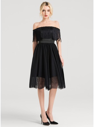 A-Formet Off-the-Shoulder Knelengde Tyll Cocktailkjole med Profilering