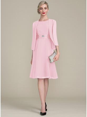A-Linie U-Ausschnitt Knielang Chiffon Kleid für die Brautmutter mit Rüschen Spitze Perlstickerei Pailletten