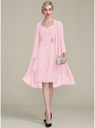 Etui-Linie Knielang Chiffon Kleid für die Brautmutter mit Rüschen Perlstickerei Applikationen Spitze Pailletten