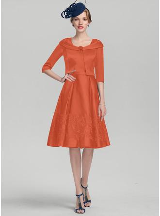 Трапеция квадратный вырез Длина до колен Атлас Платье Для Матери Невесты с аппликации кружева
