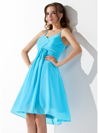 A-Line/Princess V-neck Knee-Length Chiffon Homecoming Dress With Ruffle