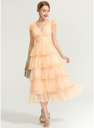 A-Line/Princess V-neck Tea-Length Lace Cocktail Dress
