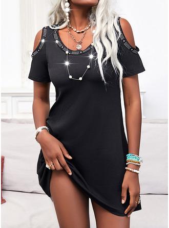 Solid A-line kjole Kortermer Midi Lille svarte Avslappet skater Motekjoler