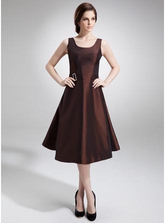 A-Line/Princess Scoop Neck Knee-Length Taffeta Mother of the Bride Dress With Beading