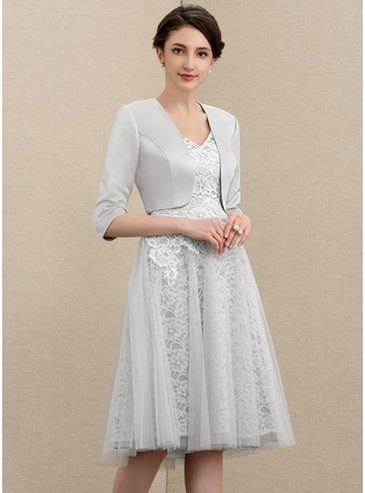 A-Line V-neck Knee-Length Tulle Lace Mother of the Bride Dress