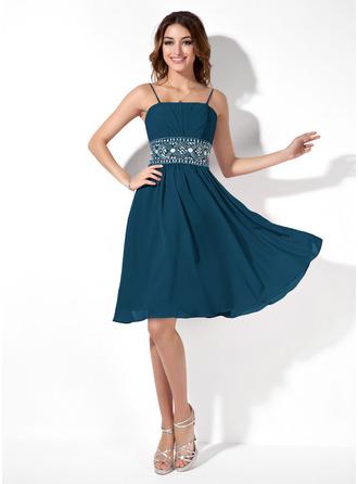 A-Line/Princess Knee-Length Chiffon Homecoming Dress With Ruffle Beading