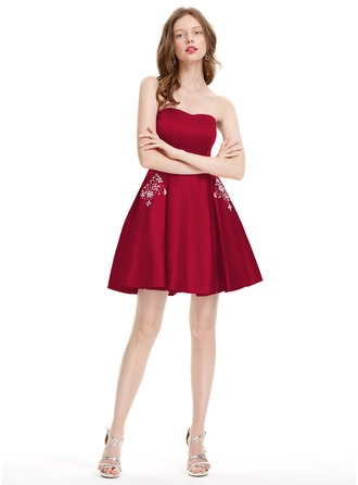 A-Line/Princess Strapless Short/Mini Satin Homecoming Dress With Beading Sequins
