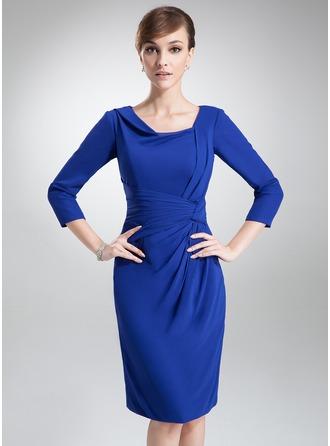 Etui-Linie Cowl Neck Knielang Chiffon Kleid für die Brautmutter mit Rüschen