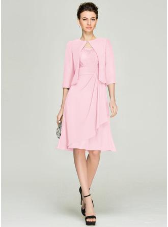A-Linie/Princess-Linie V-Ausschnitt Knielang Chiffon Spitze Kleid für die Brautmutter mit Gestufte Rüschen