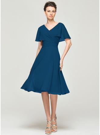 A-Linie/Princess-Linie V-Ausschnitt Knielang Chiffon Kleid für die Brautmutter mit Rüschen