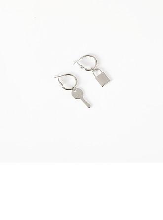 Simple Alliage Femmes Boucles d'oreille de mode (Vendu dans une seule pièce)