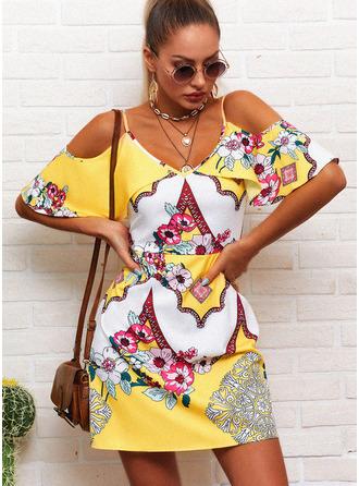 Blommig Print A-linjeklänning Kall axel Korta ärmar Mini Fritids Modeklänningar