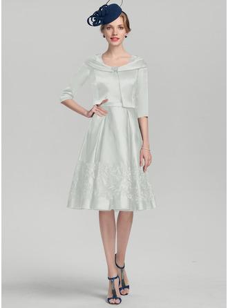 A-Linie/Princess-Linie Rechteckiger Ausschnitt Knielang Satin Kleid für die Brautmutter mit Applikationen Spitze