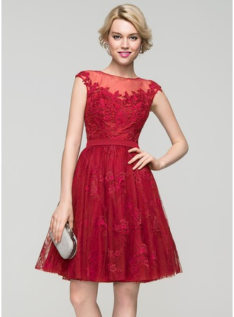 A-Line/Princess Scoop Neck Knee-Length Tulle Lace Homecoming Dress