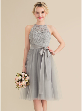A-Line/Princess Scoop Neck Knee-Length Tulle Lace Homecoming Dress With Bow(s)