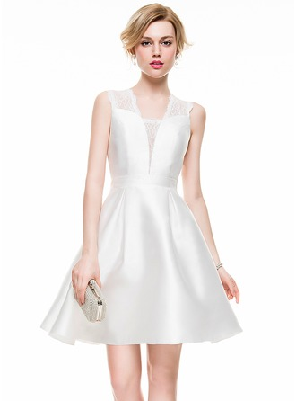 A-Line/Princess V-neck Short/Mini Satin Lace Cocktail Dress