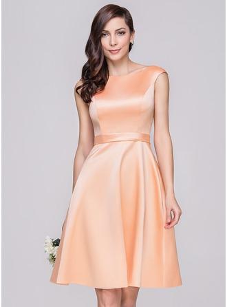A-Line/Princess Off-the-Shoulder Knee-Length Satin Bridesmaid Dress