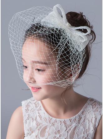 Spitze mit Faux-Perlen Hut