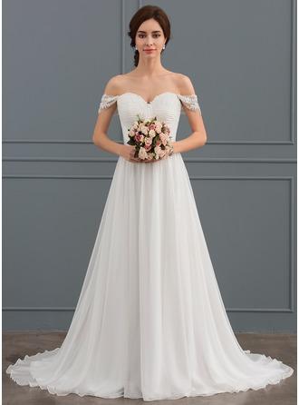 A-linjeformat Off-shoulder Sweep släp Chiffong Spets Bröllopsklänning med Rufsar