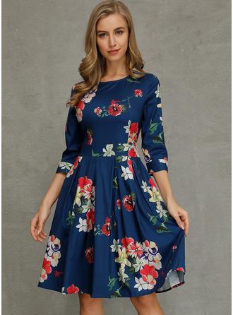 Blommig Print A-linjeklänning 3/4 ärmar Midi tappning utformar Fritids Elegant skater Modeklänningar