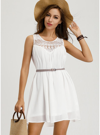 A-Line Scoop Neck Short/Mini Chiffon Cocktail Dress With Lace