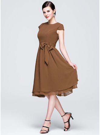 A-Line Scoop Neck Knee-Length Chiffon Bridesmaid Dress With Bow(s)
