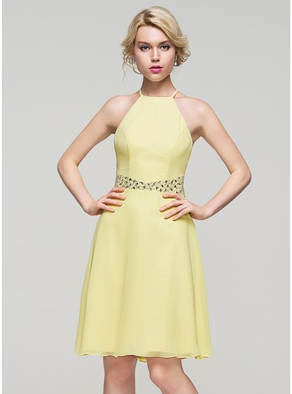 A-Line/Princess Scoop Neck Knee-Length Chiffon Homecoming Dress With Beading Sequins