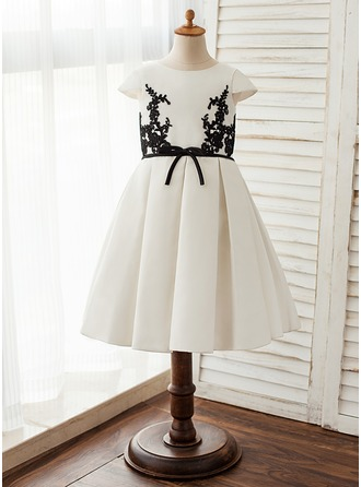 A-Line/Princess Knee-length Flower Girl Dress - Satin/Lace Short Sleeves Scoop Neck
