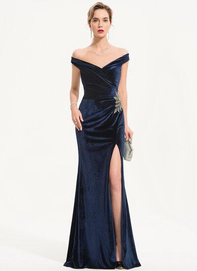 Etui-Linie Off-the-Schulter Bodenlang Samt Abendkleid mit Perlstickerei Schlitz Vorn