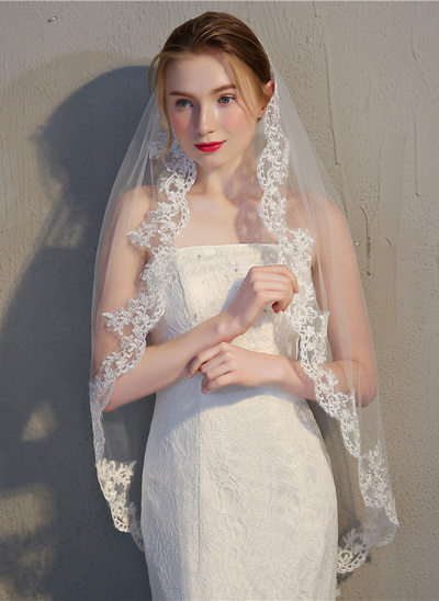 One-tier Lace Applique Edge Fingertip Bridal Veils