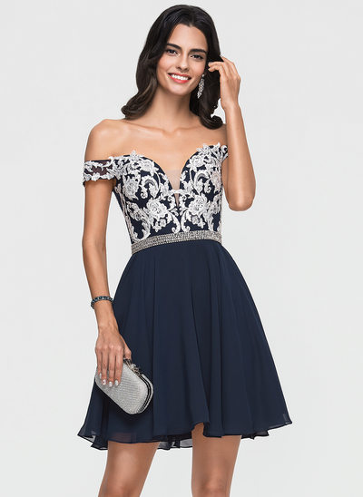 A-linje Off-shoulder Kort/Mini Chiffon Homecoming Kjole med Blonder Perlebesat