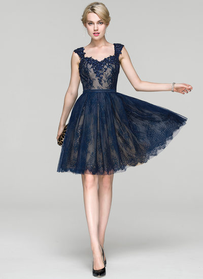 A-Line/Princess Sweetheart Knee-Length Lace Cocktail Dress With Beading Sequins
