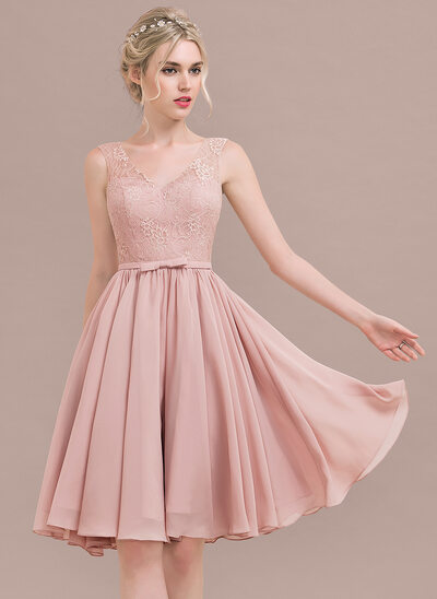 A-Line/Princess V-neck Knee-Length Chiffon Lace Homecoming Dress With Bow(s)
