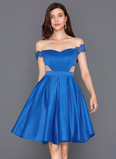 A-formet/Prinsesse Off-the-Shoulder Knelengde Satin Cocktailkjole