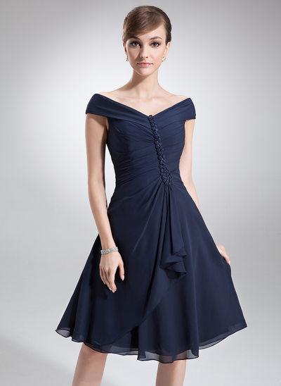 A-linjainen/Prinsessa Off--Shoulder Polvipituinen Sifonki Morsiamen äiti-mekko jossa Laskeutuva röyhelö