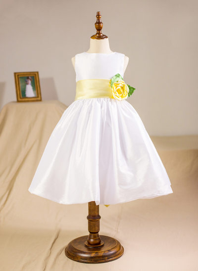 A-Line/Princess Knee-length Flower Girl Dress - Taffeta Sleeveless Scoop Neck With Sash/Flower(s)/Bow(s)/V Back