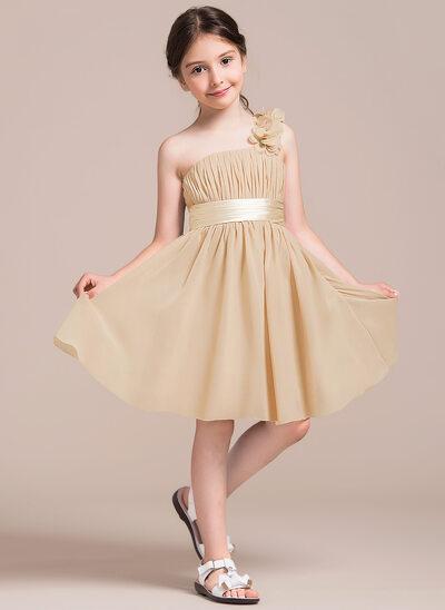 A-linjainen/Prinsessa Yksiolkaiminen Polvipituinen Sifonki Nuorten morsiusneito mekko jossa Rypytys Kukka(t) Rusetti