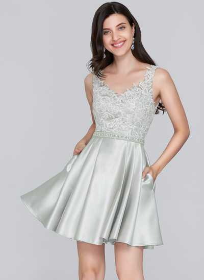 A-linje Sweetheart Kort/Mini Satin Homecoming Kjole med Perlebesat pailletter Lommer