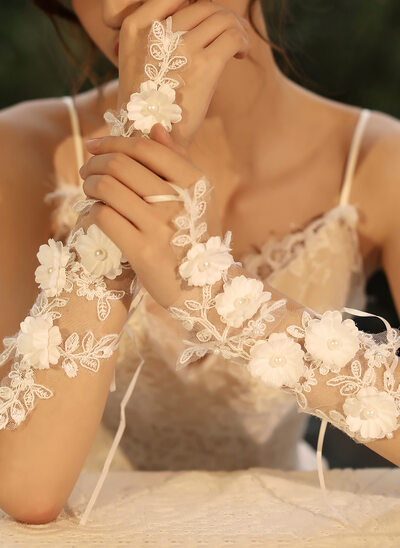 Tulle/Lace Wrist Length Bridal Gloves With Flower/Imitation Pearls