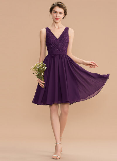 A-Line V-neck Knee-Length Chiffon Lace Homecoming Dress With Ruffle