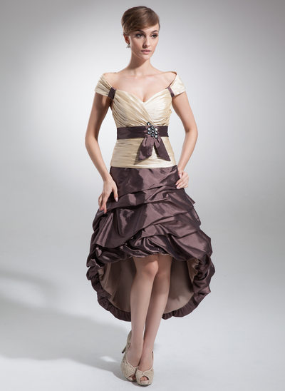 Forme Princesse Hors-la-épaule Asymétrique Taffeta Robe de soirée étudiante avec Plissé Ceintures Brodé