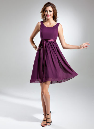 A-Line/Princess Scoop Neck Knee-Length Chiffon Bridesmaid Dress With Bow(s)