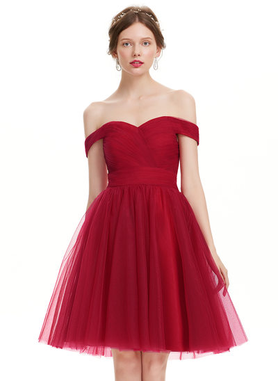 A-Line Off-the-Shoulder Knee-Length Tulle Homecoming Dress With Ruffle