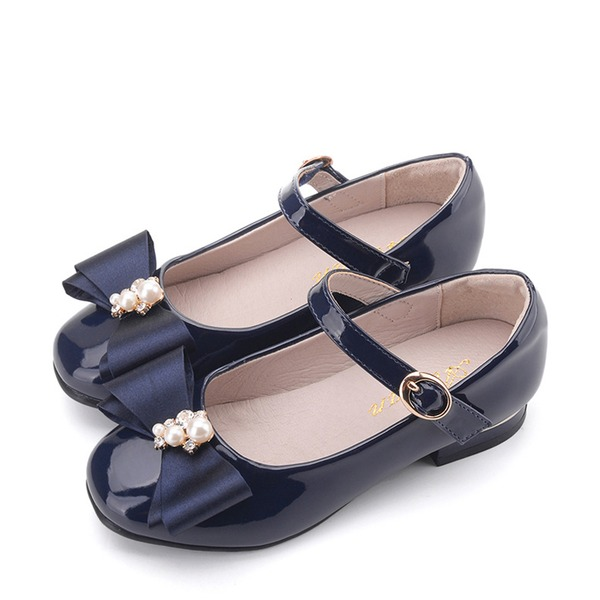 Mädchens Geschlossene Zehe Lackleder Flache Ferse Flache Schuhe Blumenmädchen Schuhe mit Bowknot Klettverschluss
